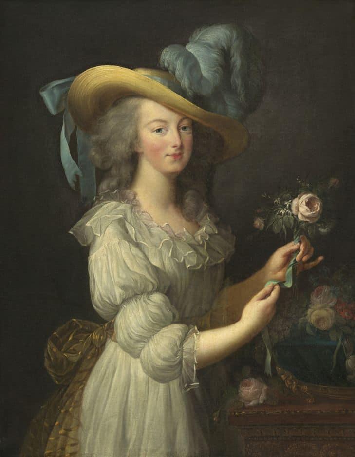 """La robe toute simple de Marie-Antoinette        En 1783, la reine de France se fait représenter par le peintre Vigée Le Brun dans une toilette fort éloignée des représentations royales. On lui fait le reproche que cette """"robe à la reine"""" est trop facilement imitable. Elle fut d'ailleurs largement imitée, ce qui ne participa en rien au sauvetage de Marie-Antoinette. La royauté perdit l'habit et la tête."""