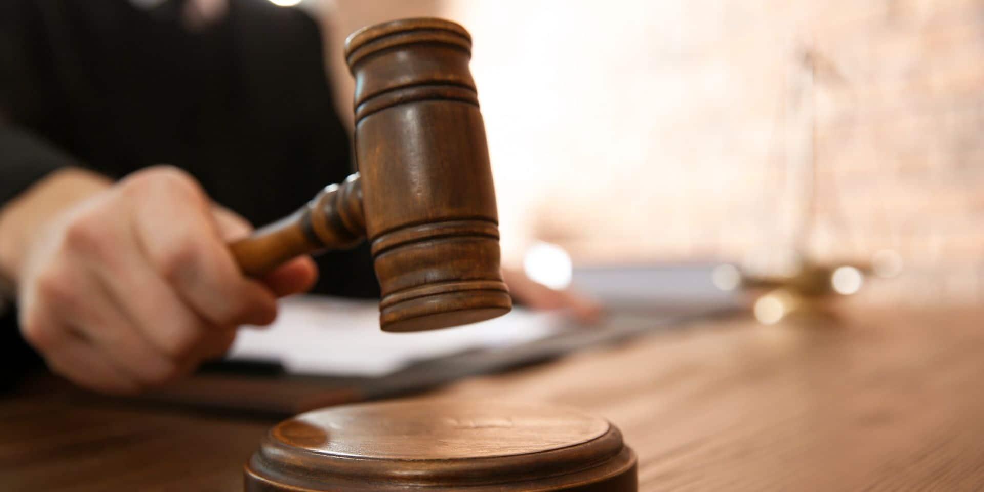 Bruxelles: verbalisé à 13 reprises pour ne pas avoir respecté les mesures de confinement, il est envoyé directement devant le tribunal