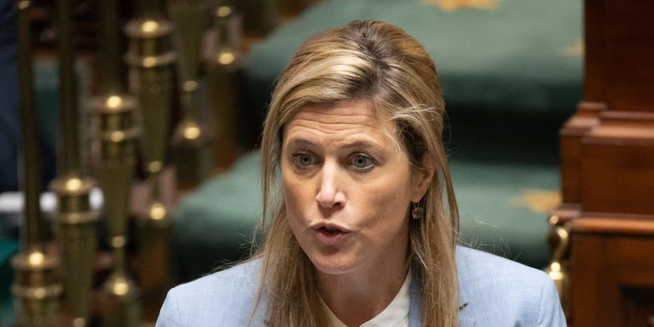 Après la détection du variant indien en Belgique, la ministre Verlinden envisage de renforcer certaines mesures de quarantaine