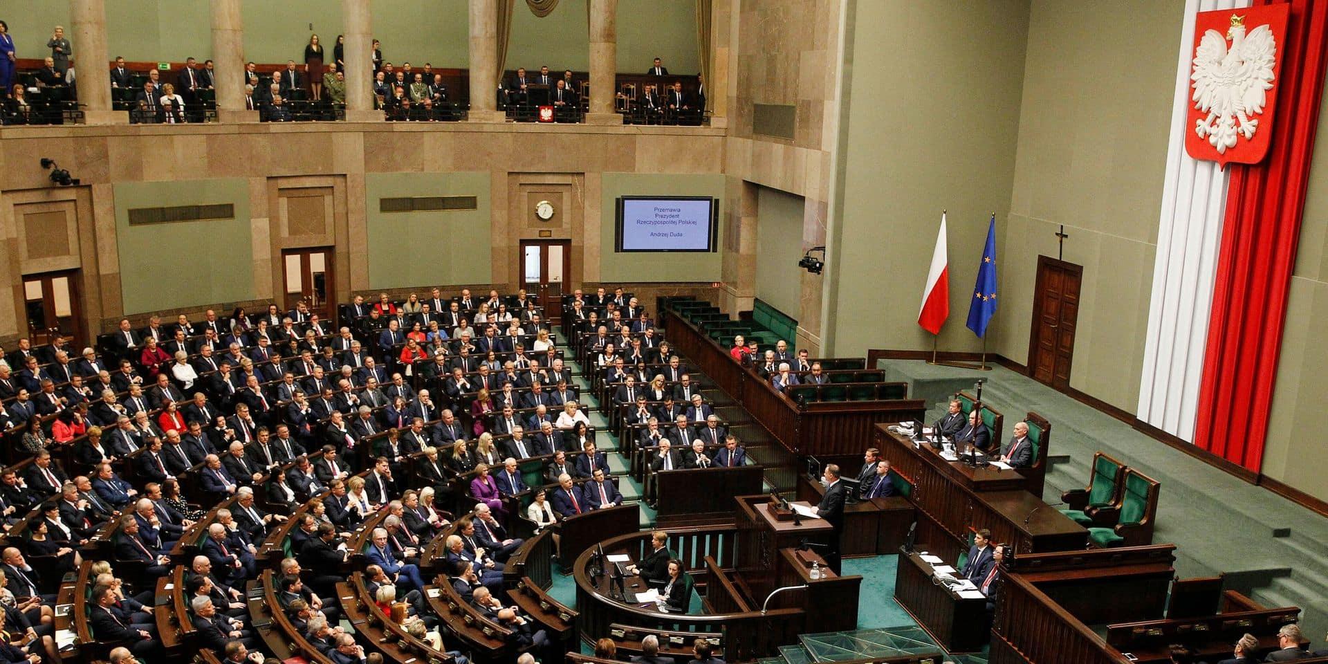 """Etat de droit en Pologne: """"On peut parler sans exagérer d'un retour à un système judiciaire de type soviétique"""""""