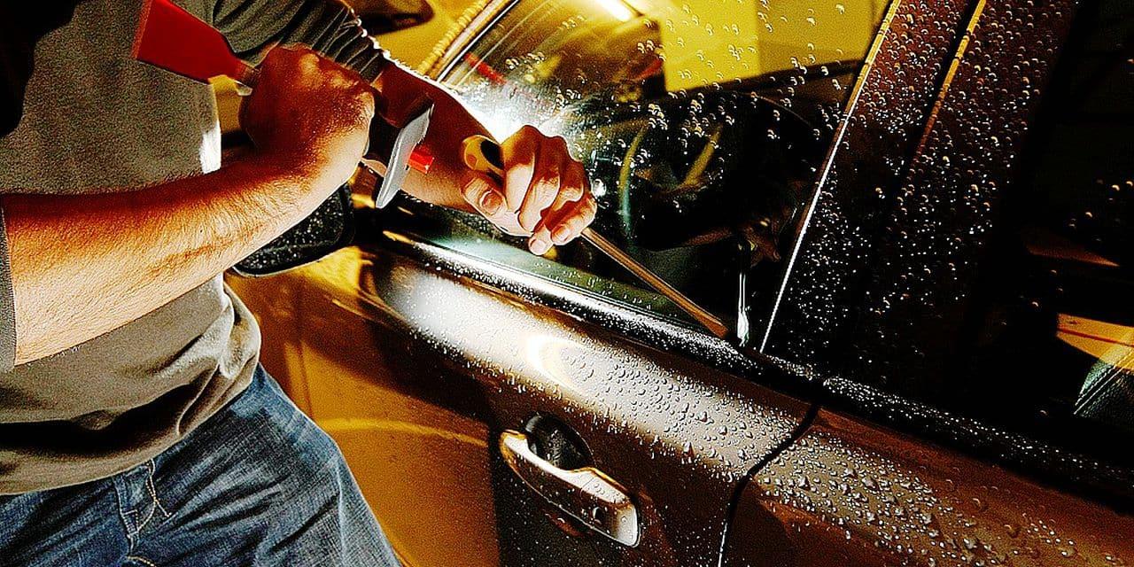 Cambrioleurs, voleurs, effraction sur un véhicule, car-jacking, vol de voiture.