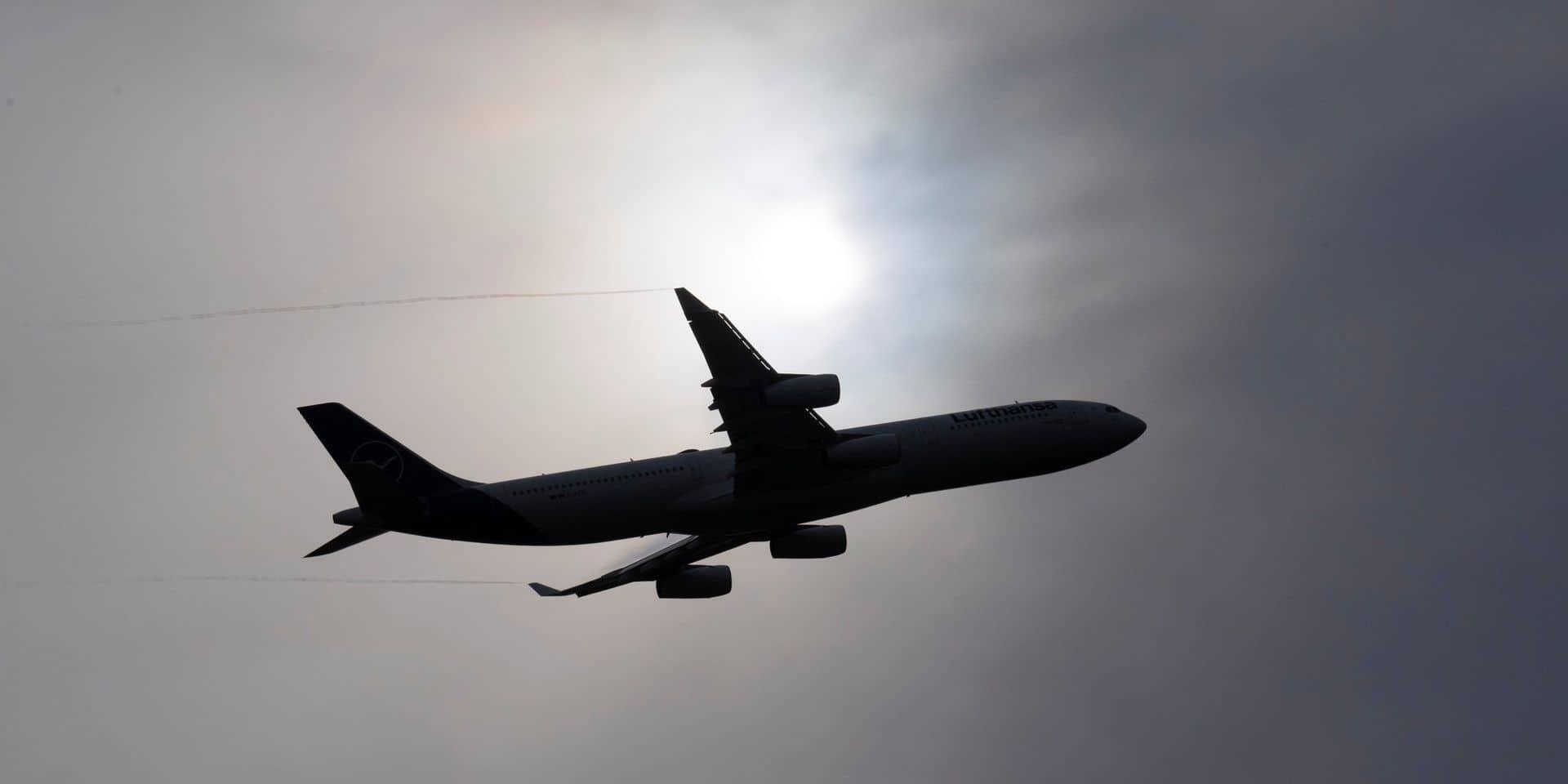 """Un vol Brussels Airlines overbooké malgré le coronavirus : """"Nous nous trouvons dans une situation complètement atypique"""""""