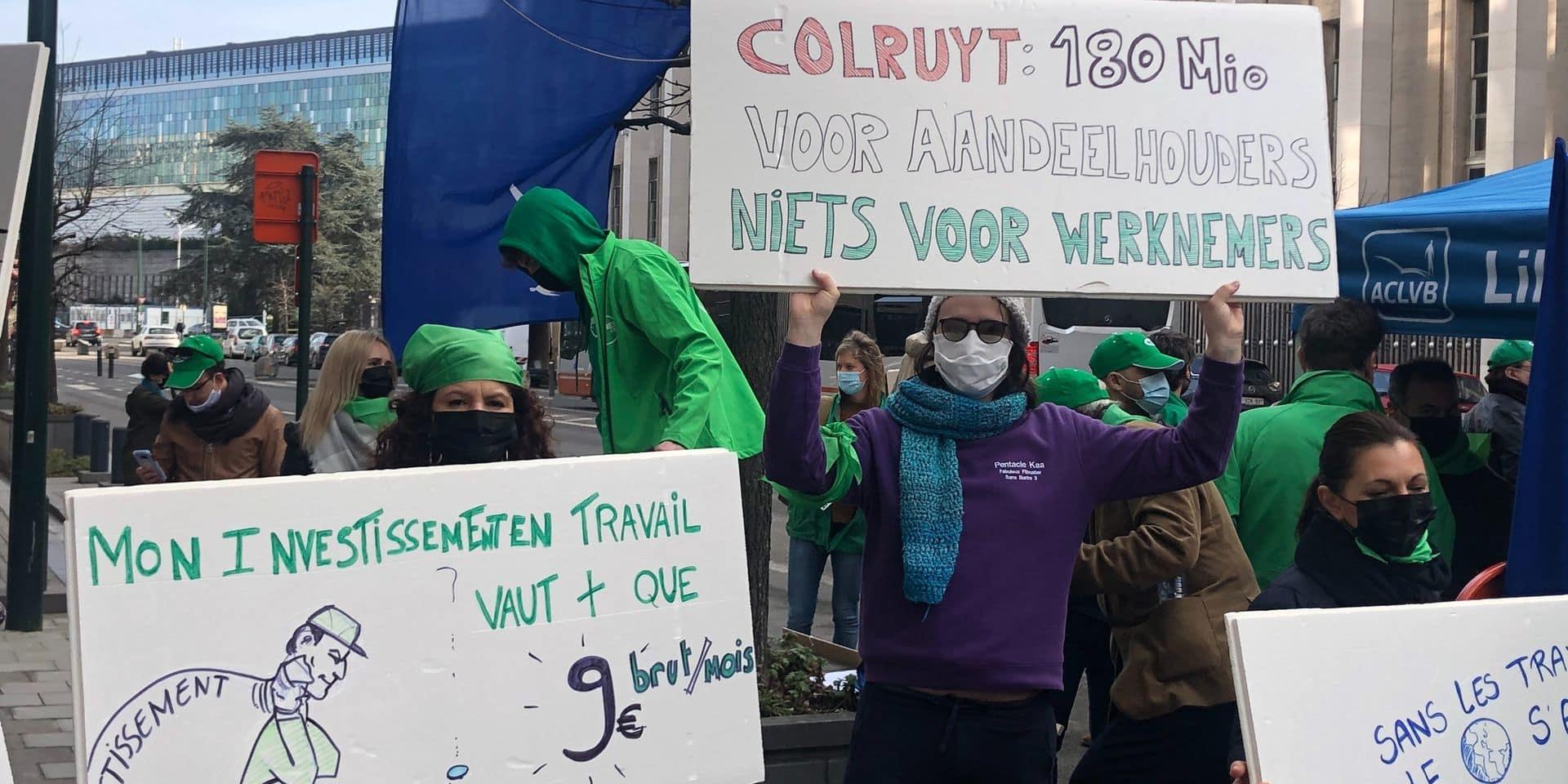 Manifestation syndicale exigeant une marge salariale au-delà des 0,4 %, devant la Banque nationale de Belgique, en février 2021.