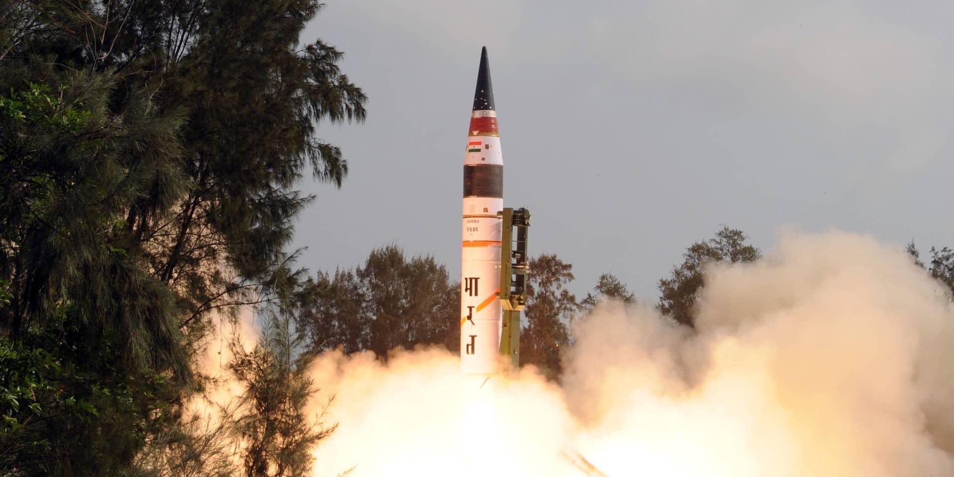 """Vingt ans après leurs essais nucléaires, """"la situation reste instable et incertaine"""" entre l'Inde et le Pakistan"""