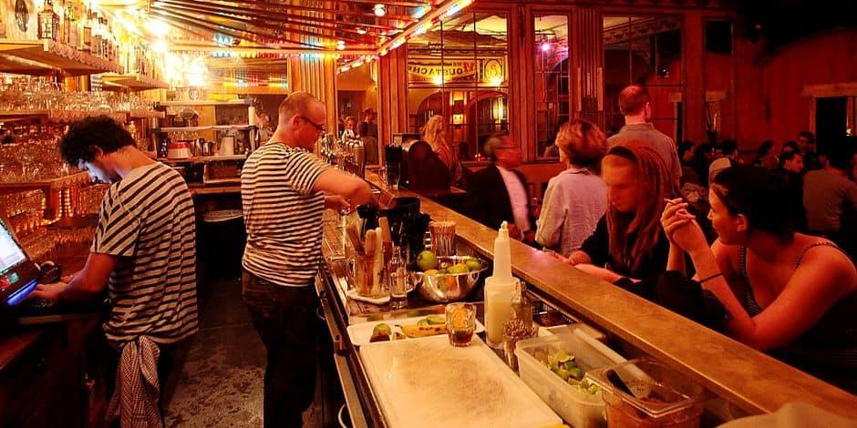Madame Moustache, bar cabaret au Quai au Bois à brûler.