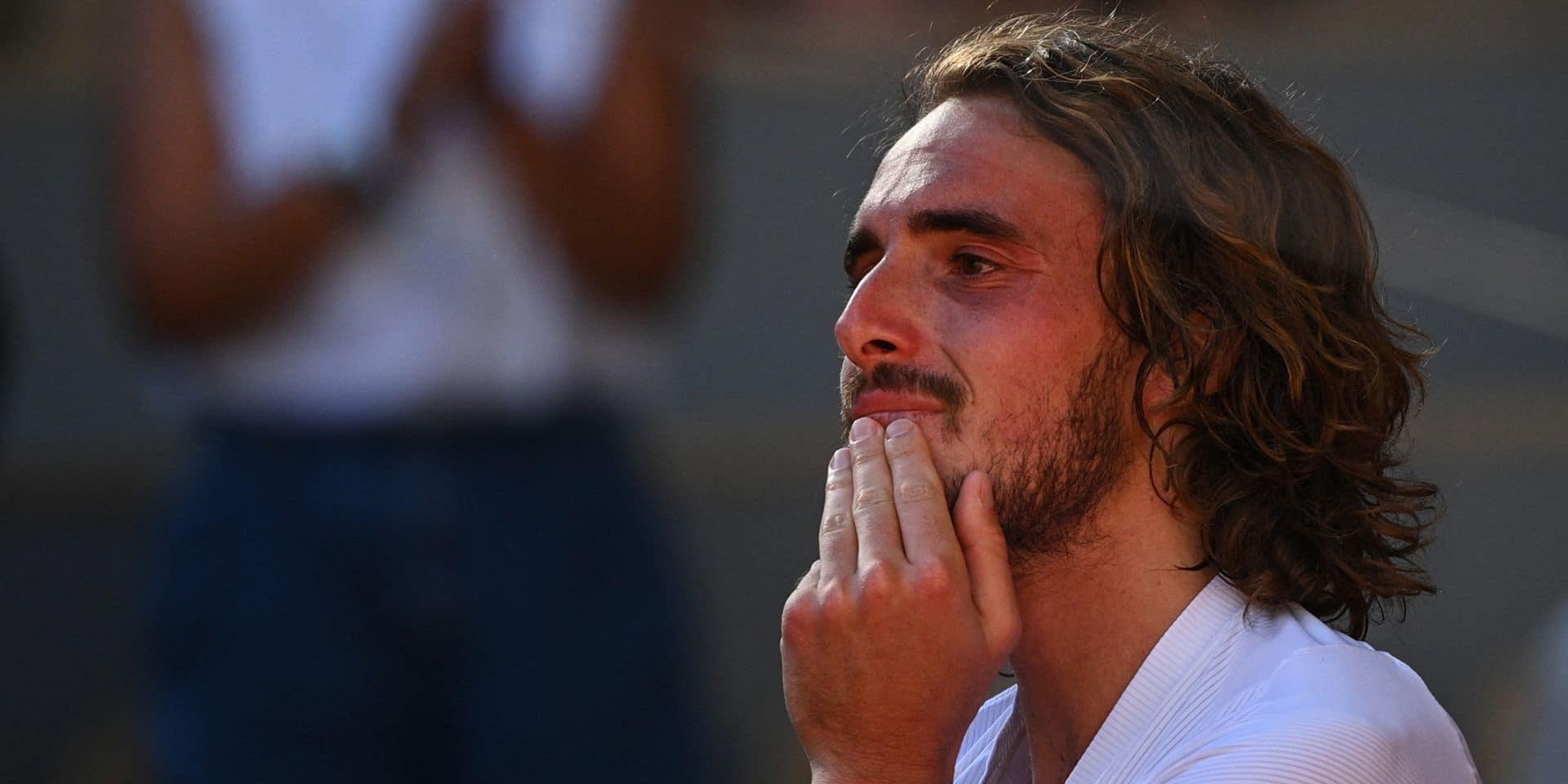 """Tsitsipás fond en larmes après sa qualification pour la finale de Roland-Garros : """"Cette victoire est la plus importante de ma carrière"""""""