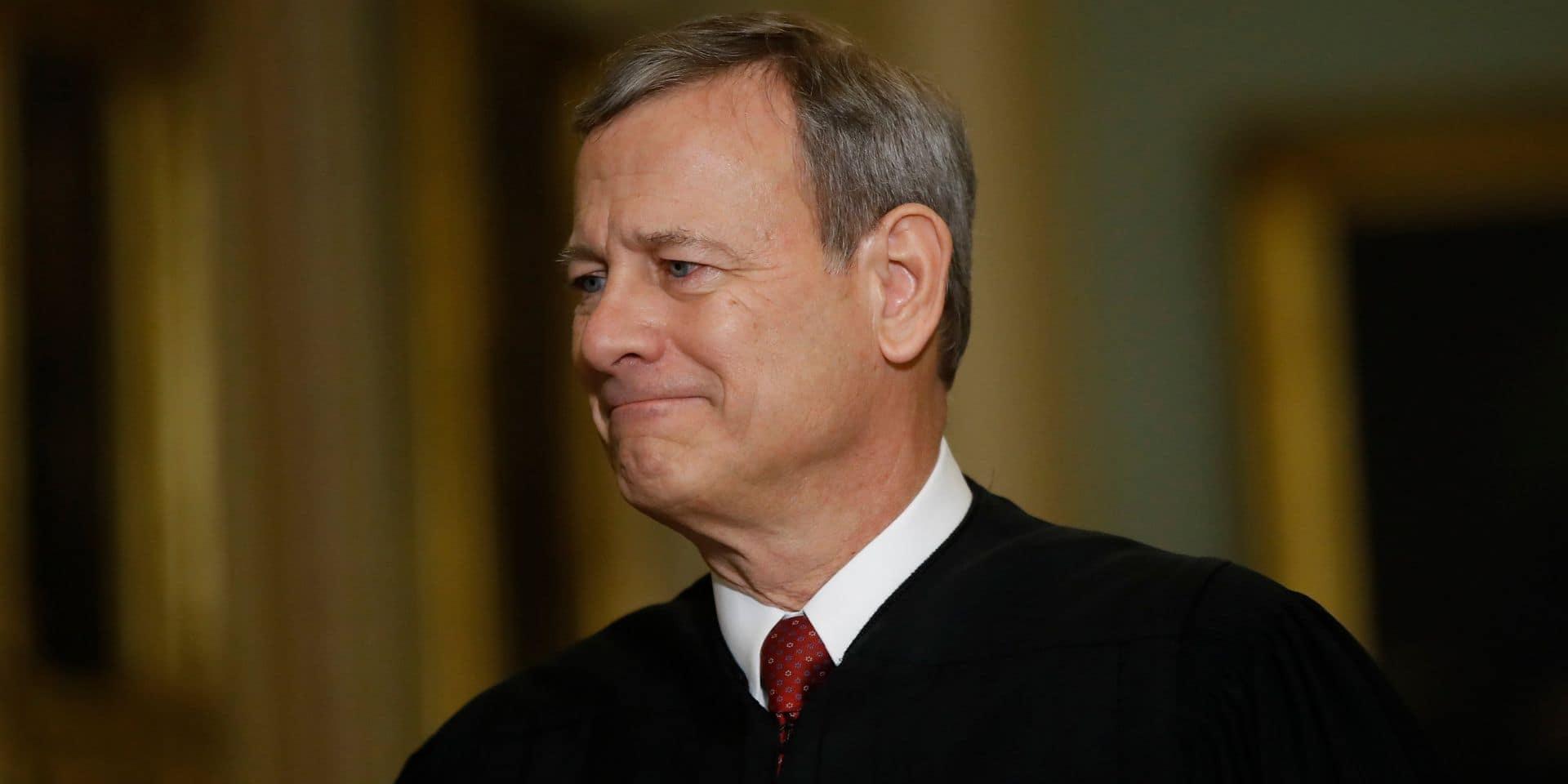 """Qui est John Roberts, le juge """"arbitre"""" du procès de Trump ?"""