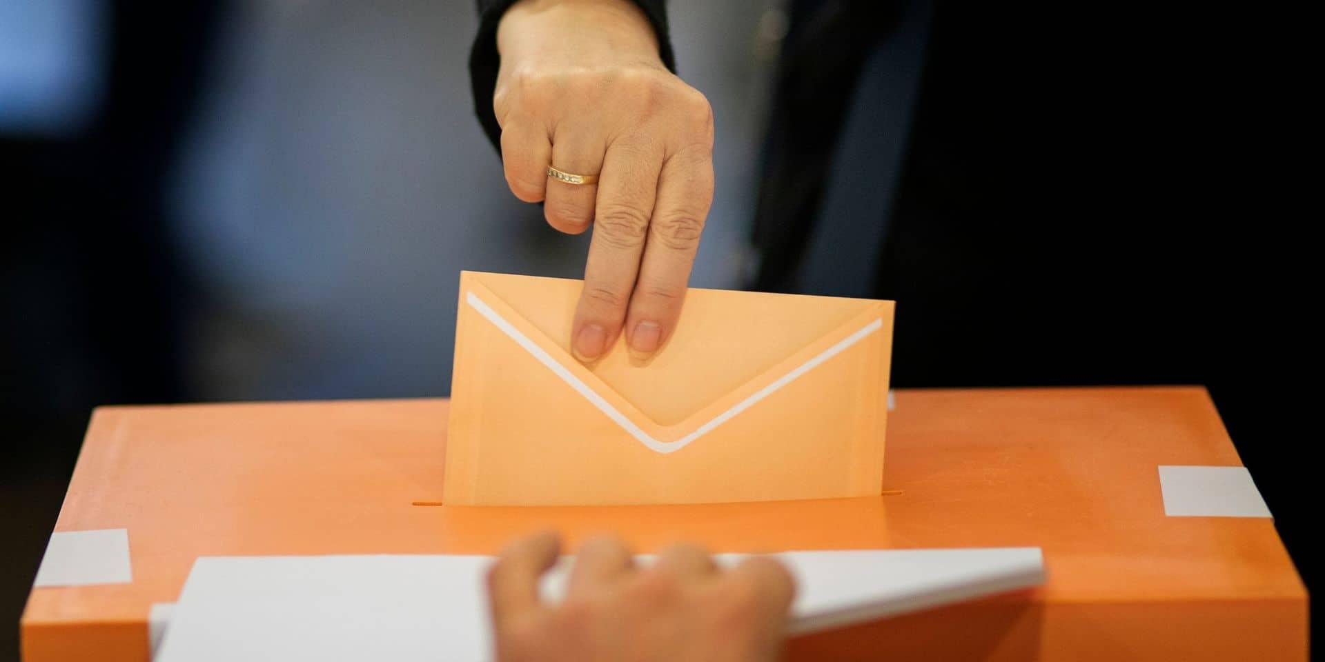Colère en Espagne: plusieurs centaines de personnes infectées par le Covid-19 exclues d'une élection