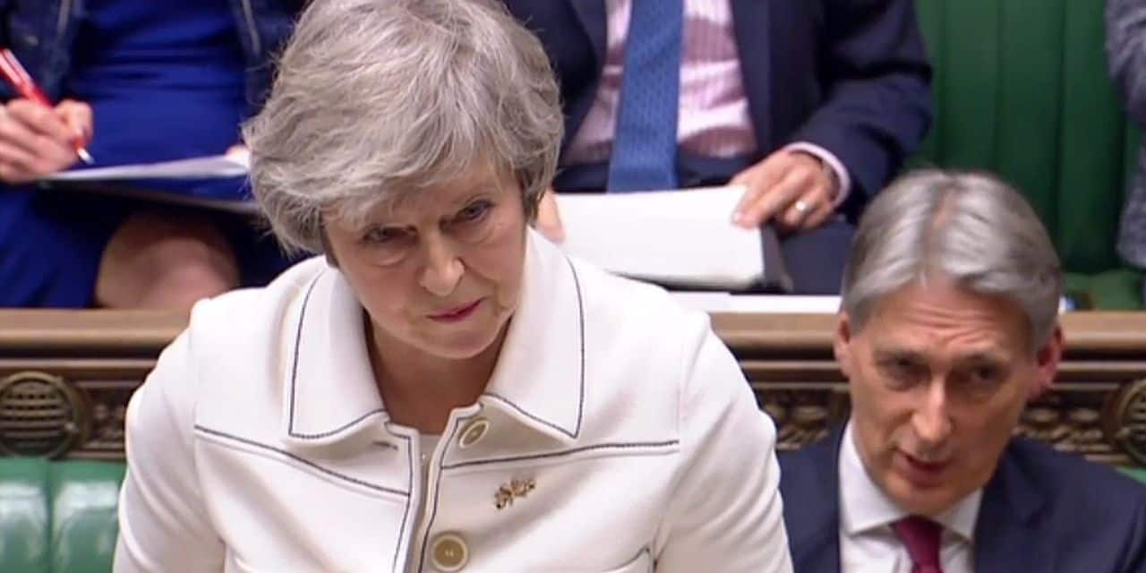 Theresa May brandit la menace d'une paralysie du pays