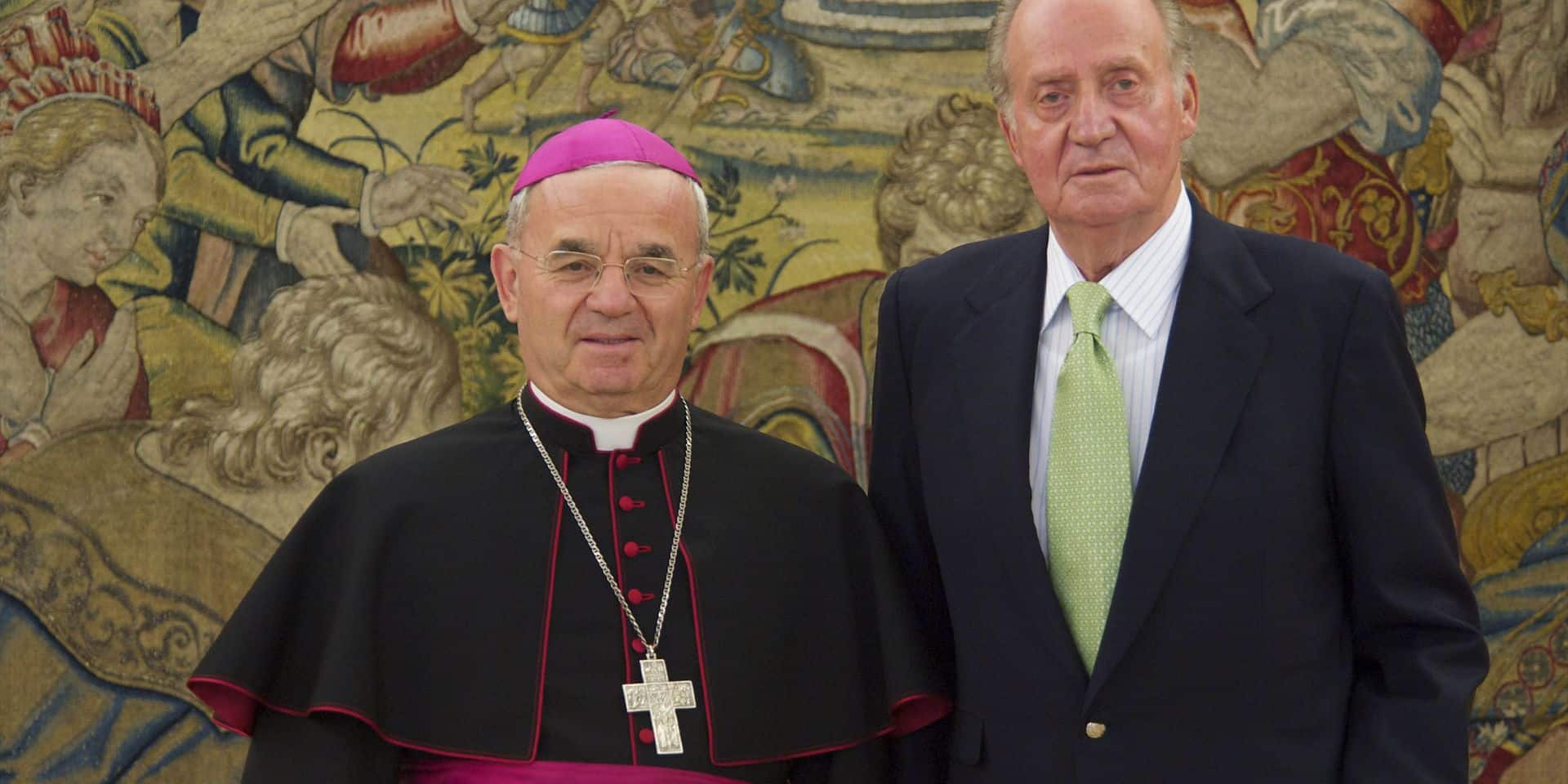 22-07-2011 Madrid King Juan Carlos attended an audience with Archbishop Renzo Fratini, Apostolic Nuncio of the Holy Sede in Spain at Zarzuela Palace in Madrid. No Spain (c) PPE/Thorton PPE-Agency/Edwin Veloo www.ppe-agency.com Anemonenweg 52 2241 XM Wassenaar M. 06-43497725 F 084-7384869 If you have any questions please call or e-mail us with your inquiries Reporters / PPE