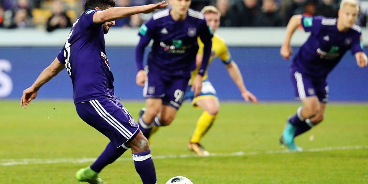 Anderlecht's Kenneth Kenny Saief misses a penalty during the Jupiler Pro League match between RSC Anderlecht and Waasland-Beveren, in Brussels, Wednesday 24 January 2018, on the day 23 of the Jupiler Pro League, the Belgian soccer championship season 2017-2018. BELGA PHOTO VIRGINIE LEFOUR