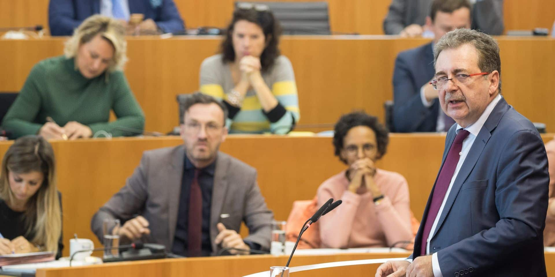 "Un an après l'installation du gouvernement bruxellois , la N-VA se demande ""où est Rudi"" Vervoort"
