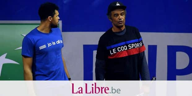 France's Jo-Wilfried Tsonga (L) and France coach Yannick Noah attend a training session on November 20, 2018 in Marcq-en-Baroeul, northern France, ahead of the Davis Cup tennis final between France to Croatia. (Photo by FRANCOIS LO PRESTI / AFP)