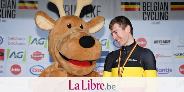 Belgian Toon Aerts , winner of the gold medal celebrates on the podium after winning the men's elite race at the Belgian national championships cyclocross, Sunday 13 January 2019 in Kruibeke. BELGA PHOTO DAVID STOCKMANlea nouveaux