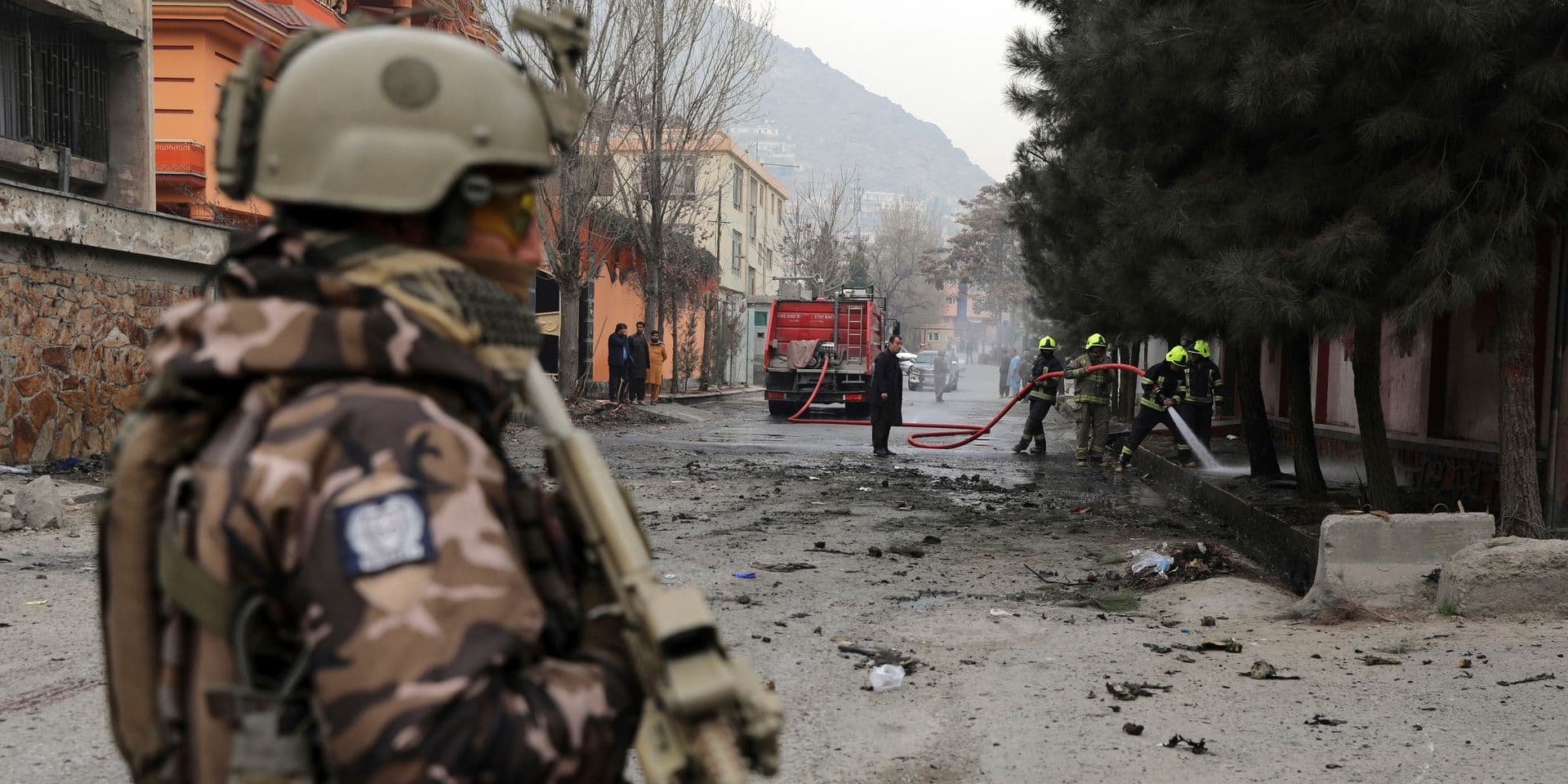 """""""Cela doit cesser"""": une vidéo montrant deux fillettes en pleurs après une explosion à Kaboul choque l'Afghanistan"""