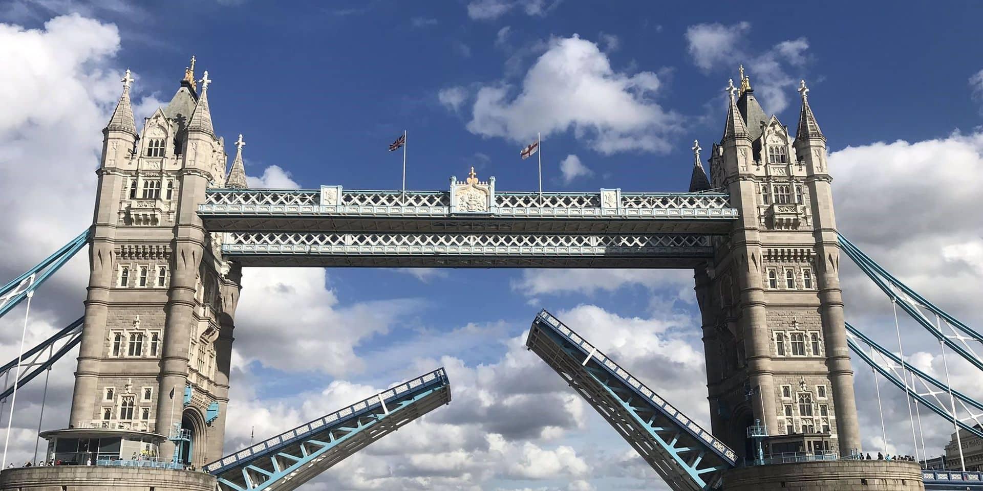 Londres: Le Tower Bridge se bloque en position haute et provoque des embouteillages monstres