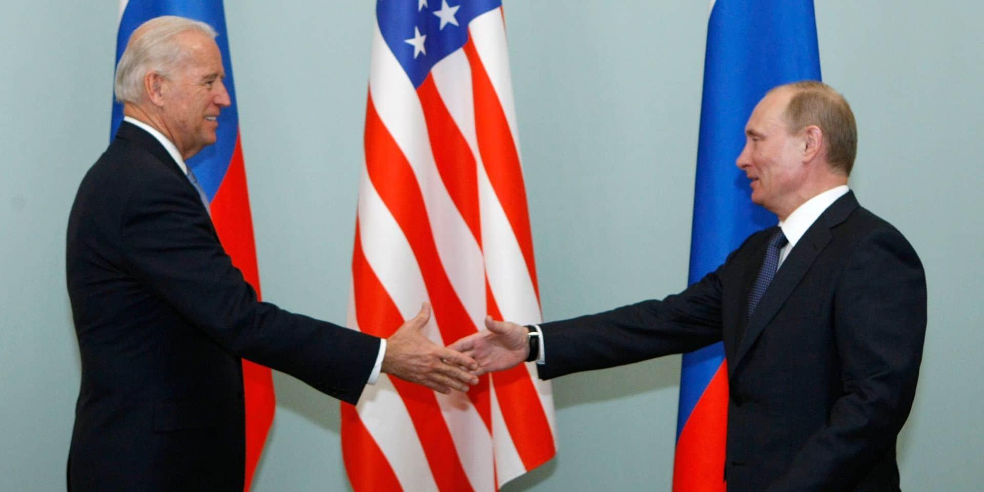 """Face aux tensions, Biden a proposé à Poutine un sommet dans """"un pays tiers"""" dans """"les prochains mois"""""""