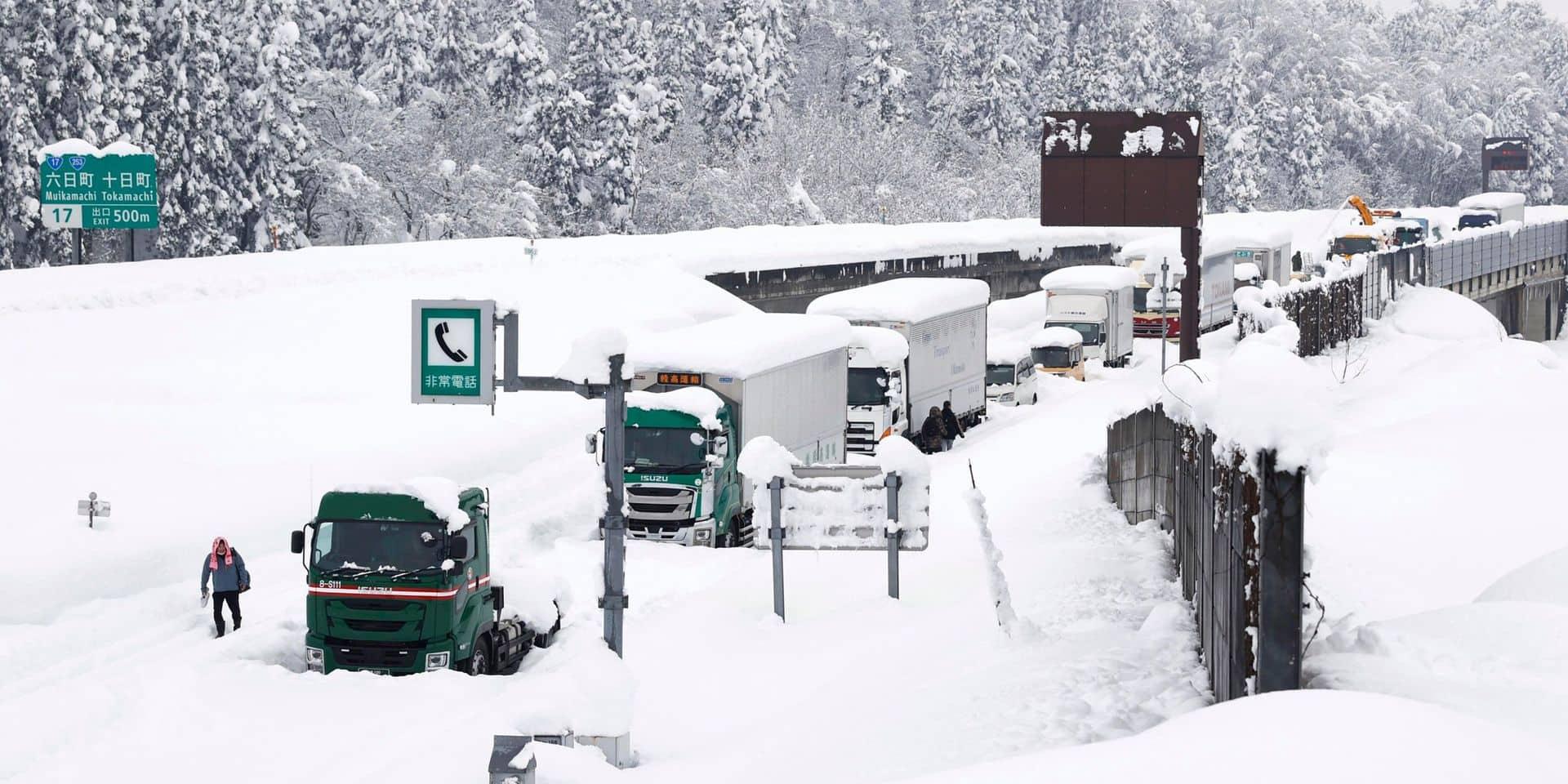 Une tempête hivernale frappe le Japon: 8 morts et 240 blessés