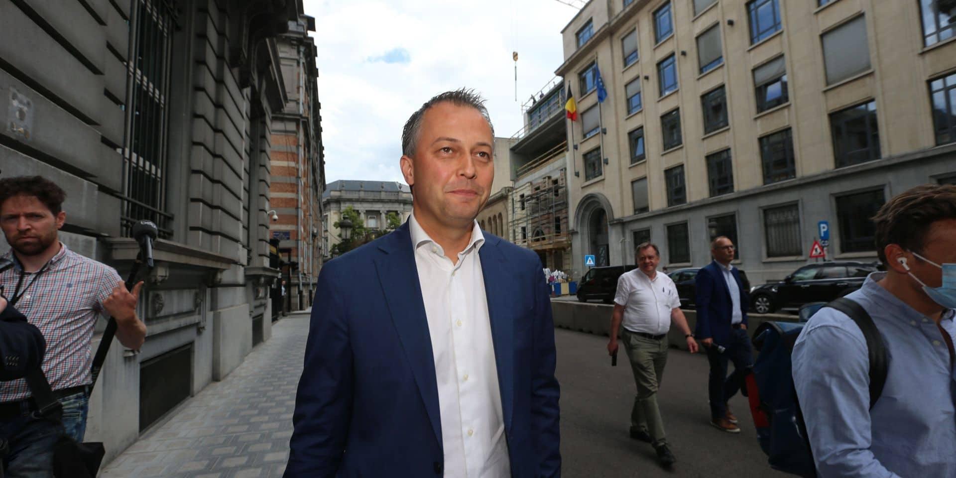 """Lachaert répond à De Wever: """"L'IVG n'a rien à voir avec le gouvernement de relance socio-économique dont notre pays a tant besoin"""""""