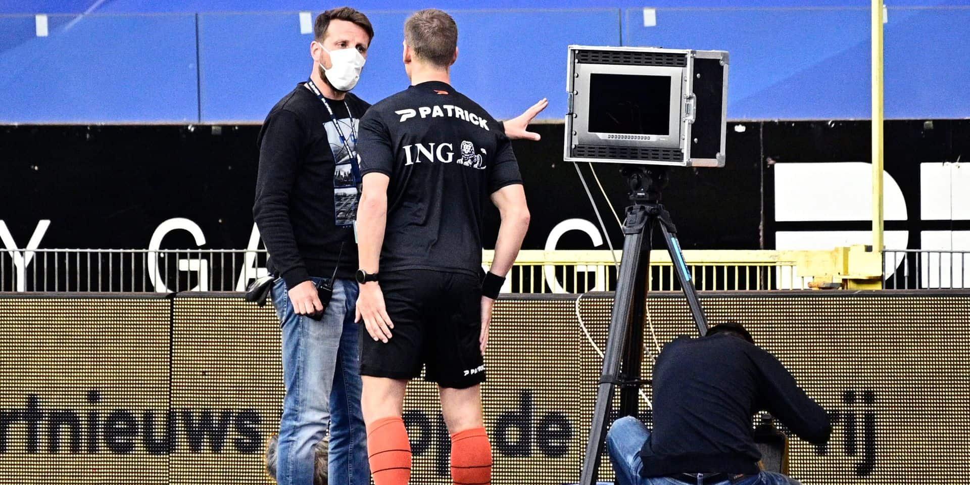 Voici pourquoi Genk-Anderlecht avait été retardé: le chauffeur du camion du VAR s'est trompé avec... Gand
