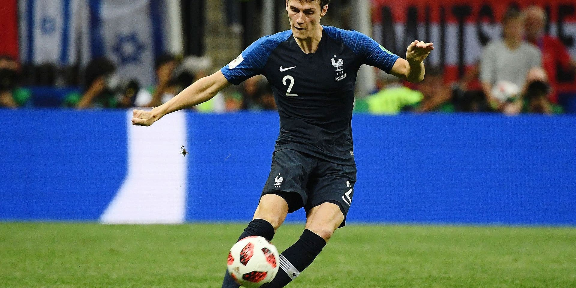 France's defender Benjamin Pavard crosses the ball during the Russia 2018 World Cup final football match between France and Croatia at the Luzhniki Stadium in Moscow on July 15, 2018. / AFP PHOTO / Jewel SAMAD / RESTRICTED TO EDITORIAL USE - NO MOBILE PUSH ALERTS/DOWNLOADS
