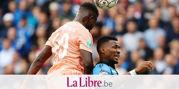 Anderlecht's Francis Amuzu and Club's Emmanuel Bonaventure Dennis fight for the ball during the Jupiler Pro League match between Club Brugge and RSC Anderlecht, in Brugge, Sunday 26 August 2018, on the fifth day of the Jupiler Pro League, the Belgian soccer championship season 2018-2019. BELGA PHOTO VIRGINIE LEFOUR