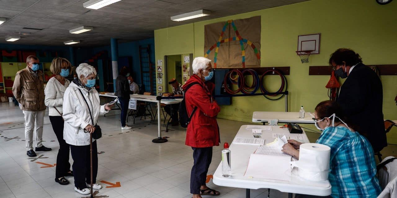Municipales françaises: la participation en baisse à midi