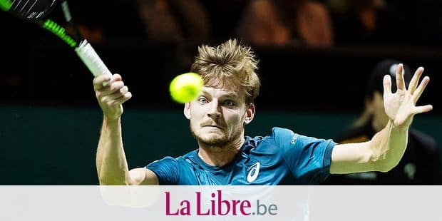 David Goffin of Belgium plays a forehand return to Grigor Dimitrov of Bulgaria during their semi-final singles match for the ABN AMRO World Tennis Tournament in Rotterdam on February 17, 2018. / AFP PHOTO / ANP / Koen Suyk / Netherlands OUT