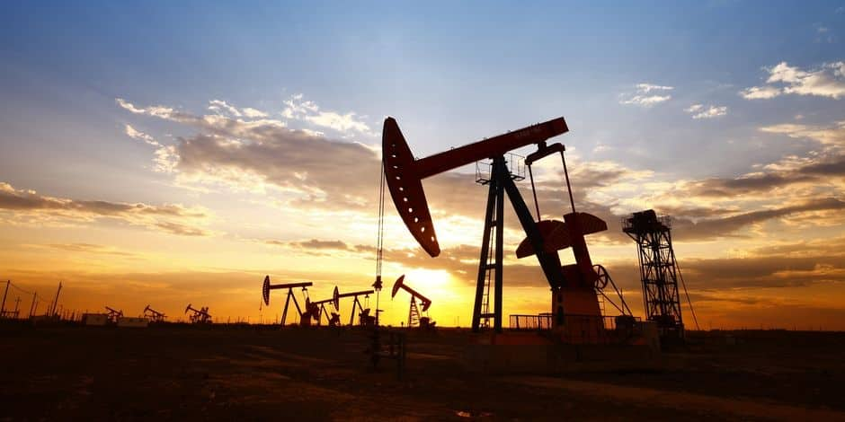 Le pétrole en nette hausse, l'Arabie examine des options