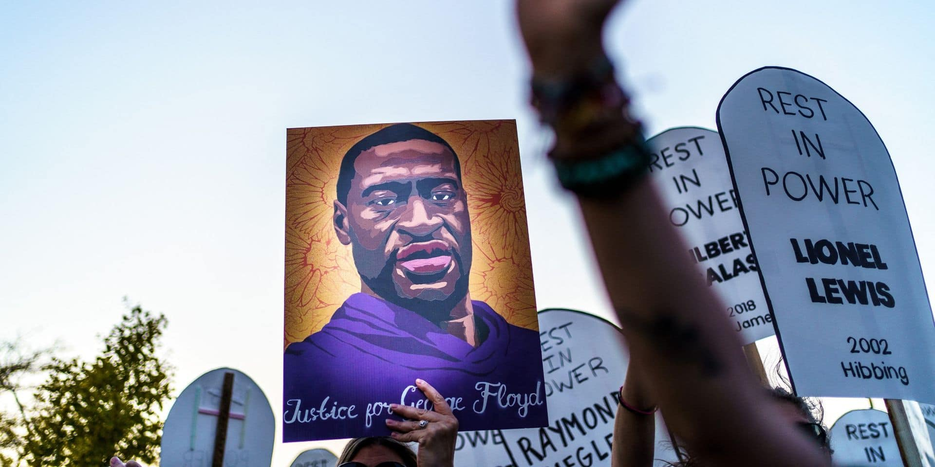 Décès de George Floyd: la ville de Minneapolis va payer des influenceurs pour couvrir le procès des policiers accusés