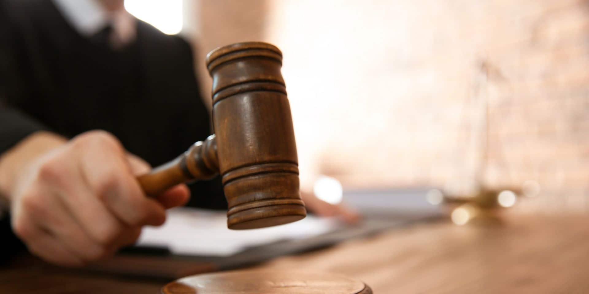 Croquis de justice: deux médecins, un drogué et onze voleurs