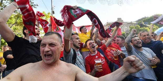 Des supporters de Liverpool attaqués par des hooligans à Kiev avant la finale - La Libre