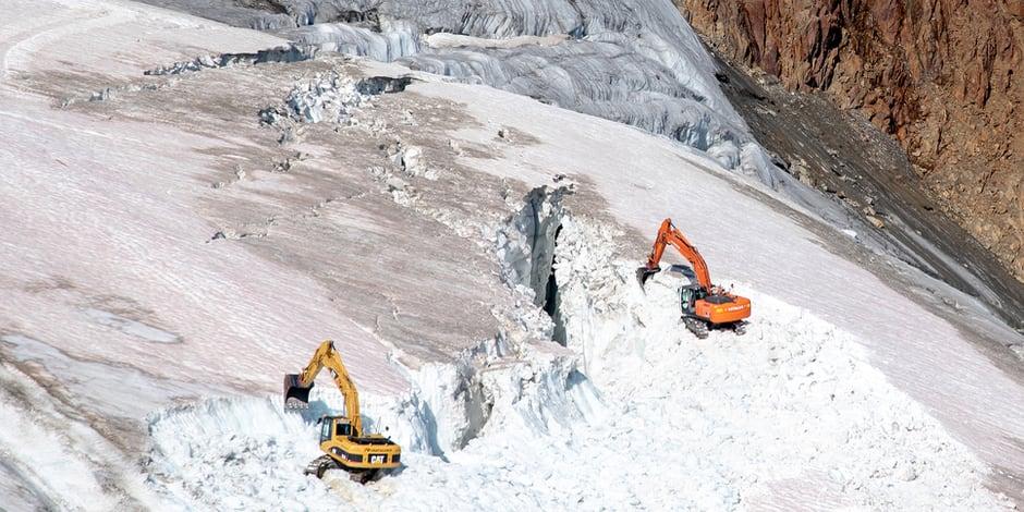 """""""Je n'avais jamais vu cela"""": la destruction d'un glacier pour la construction d'un domaine skiable suscite l'indignation"""