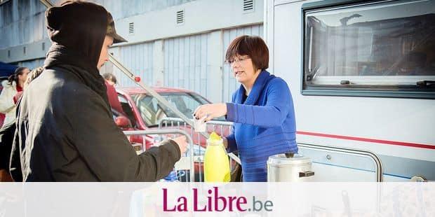 Liège : distribution de colis et de nourriture aux SDF par une asbl d'entraide