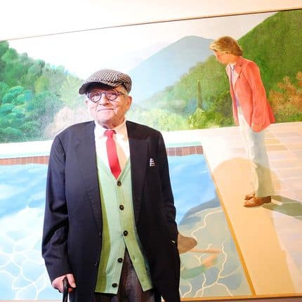 """David Hockney standing in front of his """"Portrait of an Artist (Pool with Two Figures)"""" painting at the Metropolitan Museum of Art in New York, USA, 20 November 2017. The Museum is dedicating a large retrospective to the work of Hockney, which spans almost 60 years. Photo: Johannes Schmitt-Tegge/dpa Reporters / DPA"""