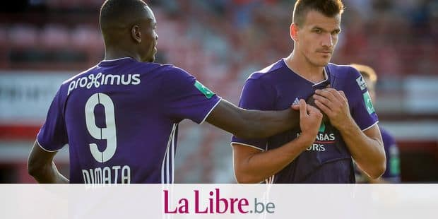 Anderlecht's Landry Dimata and Anderlecht's Ivan Santini celebrate after scoring during the Jupiler Pro League match between KV Kortrijk and RSC Anderlecht, in Kortrijk, Saturday 28 July 2018, on the first day of the Jupiler Pro League, the Belgian soccer championship season 2018-2019. BELGA PHOTO VIRGINIE LEFOUR