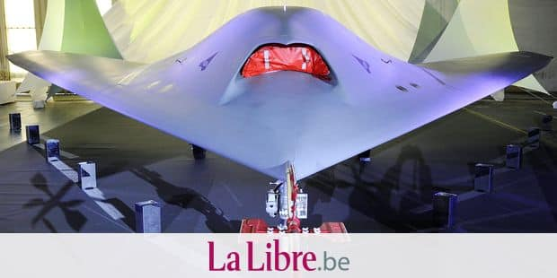 The nEUROn, an experimental Unmanned Combat Air Vehicle (UCAV) developed under a European consortium led by French defence group Dassault is put on show at the Dassault factory in Istres on December 19, 2012. The drone is expected to remain in testing for several years before a combat version is released sometime in 2015. AFP PHOTO / BORIS HORVAT / AFP PHOTO / BORIS HORVAT