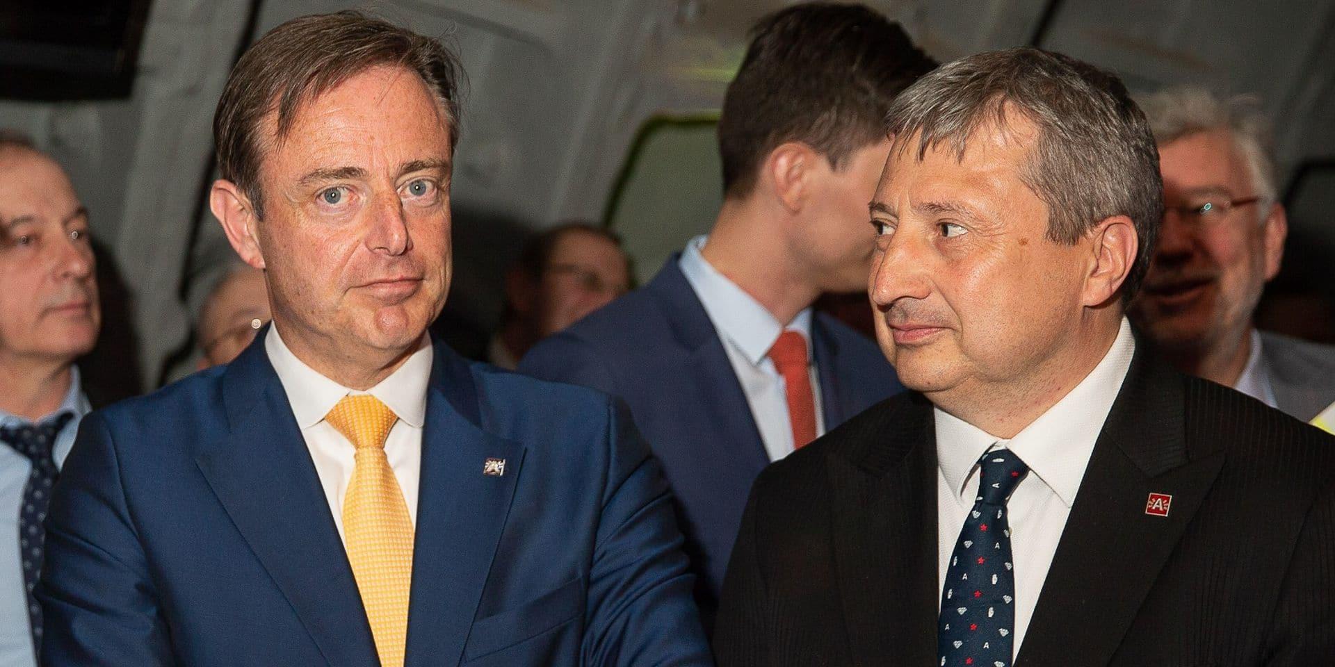 Geen commentaar: De Wever a fini par lâcher son ami l'échevin alcoolique