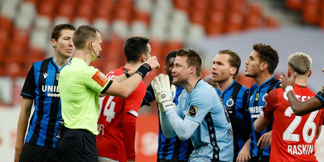 Grosse bagarre générale après le but annulé au Club de Bruges contre le Standard