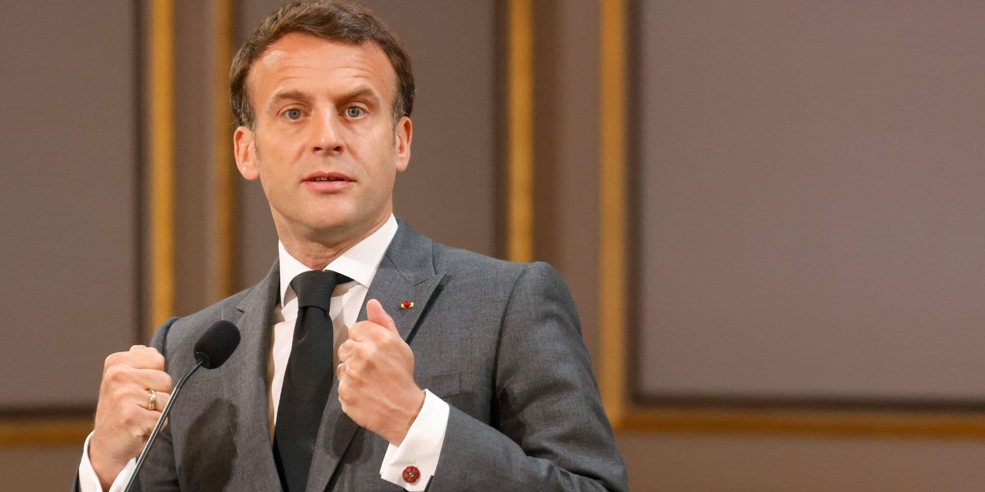 """Emmanuel Macron """"tout à fait favorable"""" à la levée des brevets sur les vaccins"""
