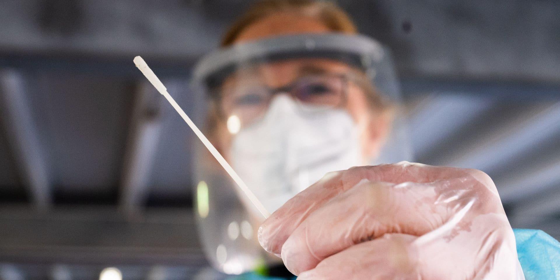 """Les experts restent prudents face aux chiffres: """"Cela peut paraître étrange, mais il vaudrait mieux que les contaminations augmentent"""""""