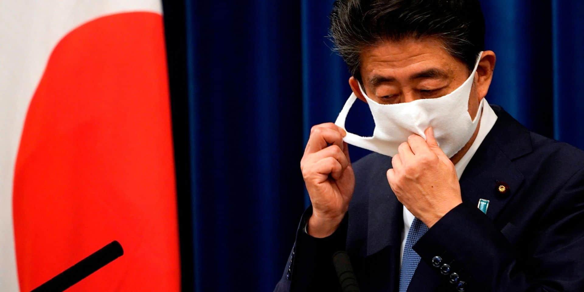 Un spécialiste des bourdes, un fidèle conseiller, un expert militaire : qui va remplacer Shinzo Abe au Japon?