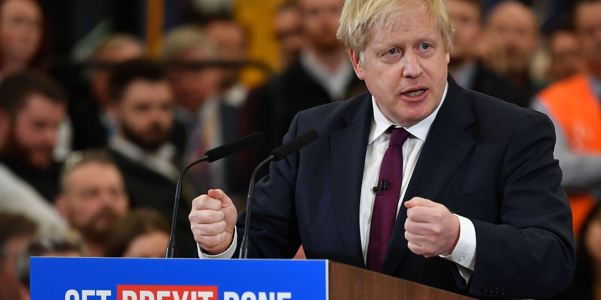 """Boris Johnson brandit le risque de """"paralysie"""" du Brexit en cas de défaite jeudi"""