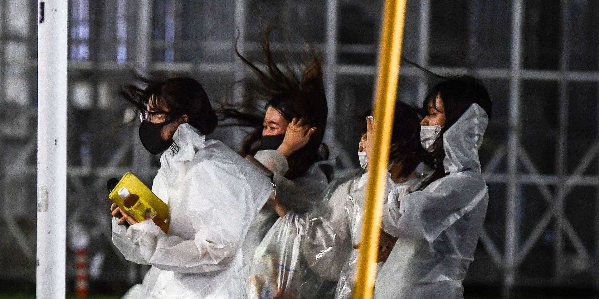 Deux tués et quatre disparus après le passage du typhon Haishen au Japon