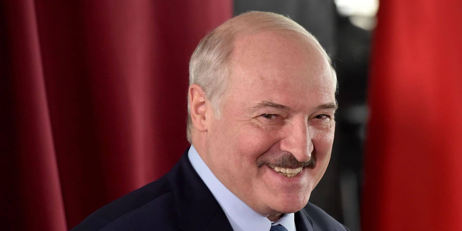 Biélorussie: Loukachenko suggère de nouvelles élections après un referendum