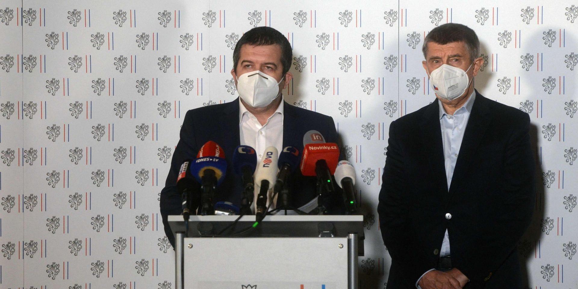 Le Premier ministre tchèque Andrej Babis (droite) et son ministre des Affaires étrangères Jan Hamacek (gauche).