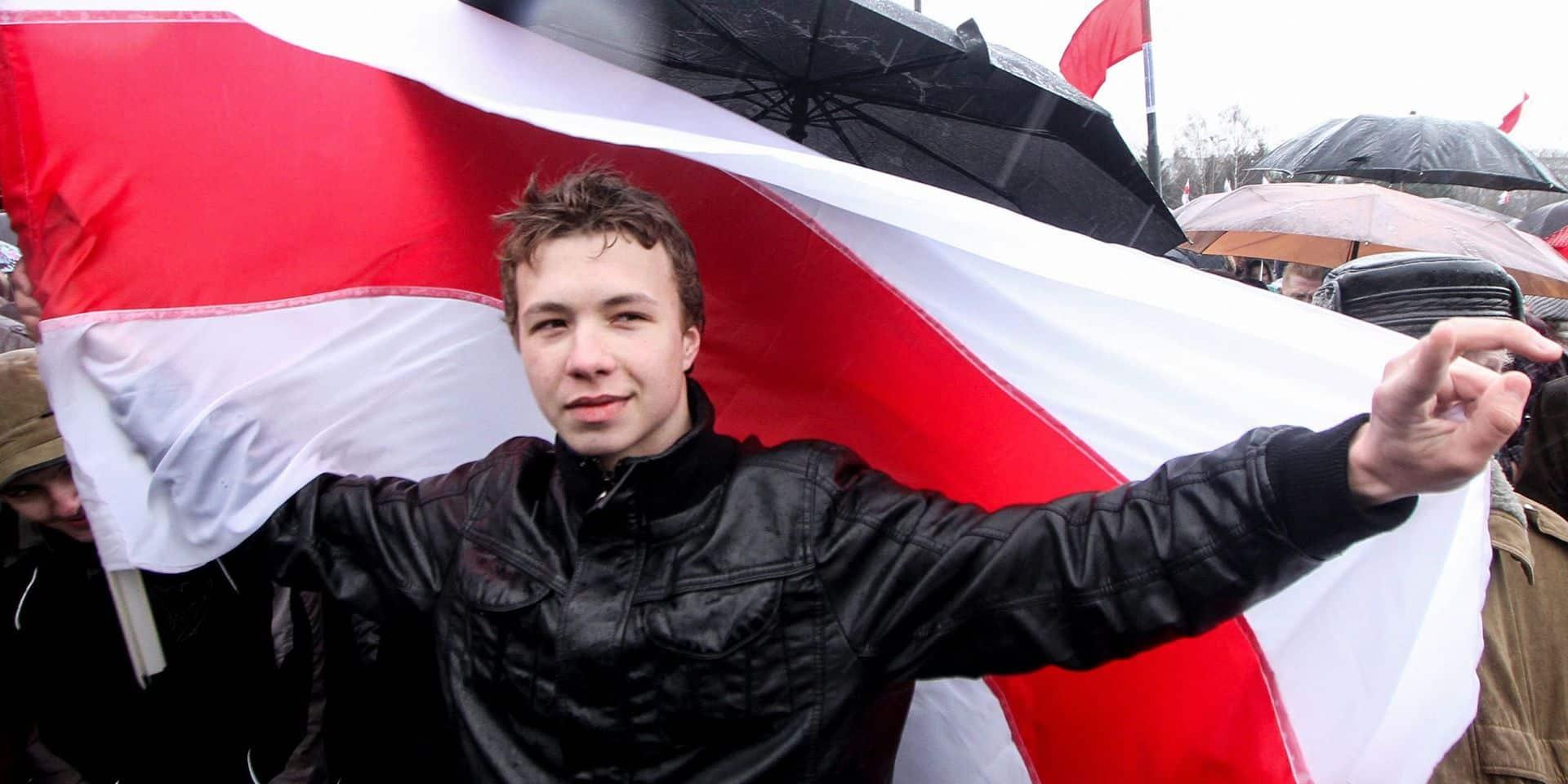 """""""Sous pression"""", """"Une honte"""": les réactions affluent après la diffusion de l'interview du journaliste dissidant biélorusse"""
