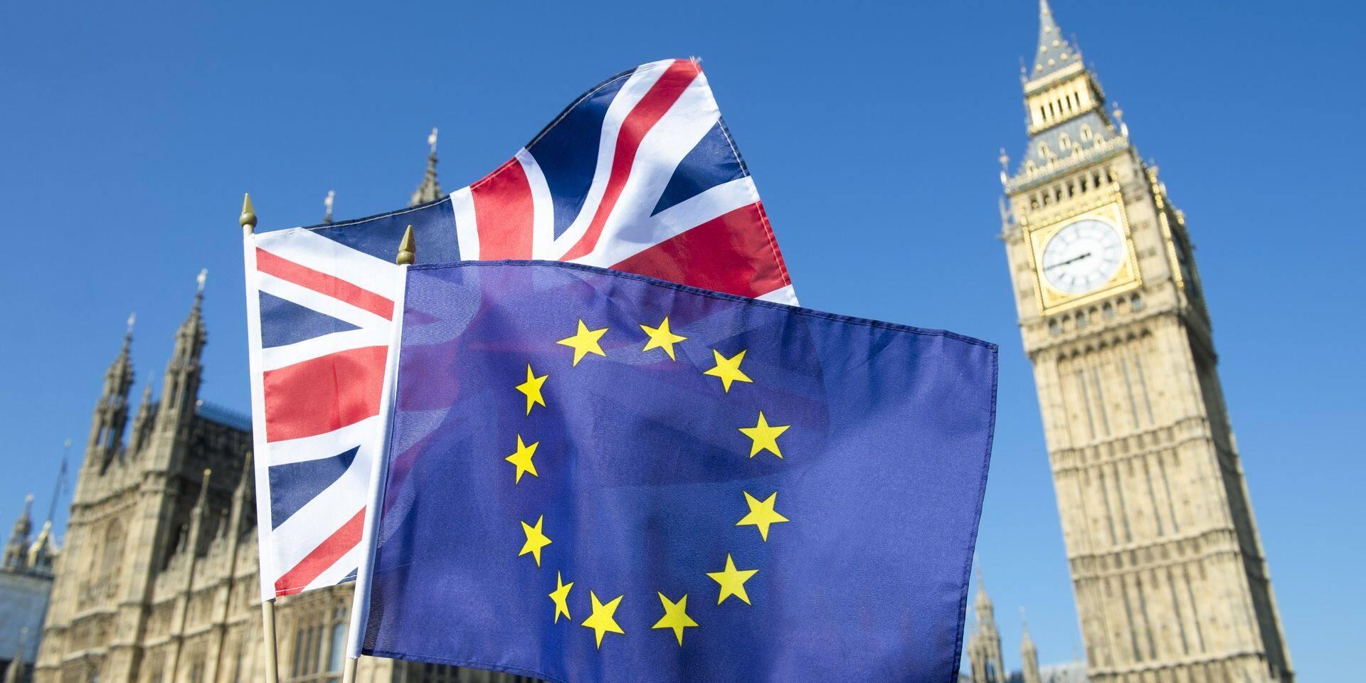 """Brexit: UE et Royaume-Uni sont """"à un carrefour"""", Bruxelles n'hésitera pas à réagir """"fermement"""""""