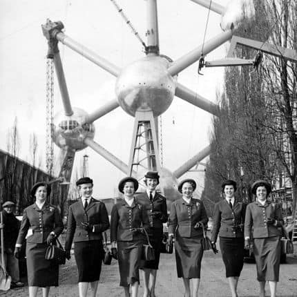 19580313 - BRUSSELS, BELGIUM (FILE) : This file picture dated 13 March 1958 presents Expo 58. On the picture : Dutch and Belgian hostesses. BELGA PHOTO ARCHIVES