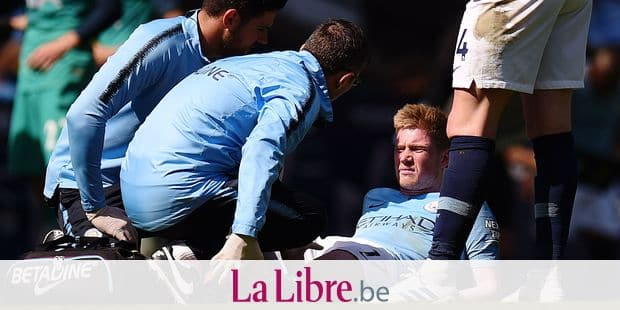 Manchester City's Belgian midfielder Kevin De Bruyne gets attention for an injury before being substituted during the English Premier League football match between Manchester City and Tottenham Hotspur at the Etihad Stadium in Manchester, north west England, on April 20, 2019. (Photo by Oli SCARFF / AFP) / RESTRICTED TO EDITORIAL USE. No use with unauthorized audio, video, data, fixture lists, club/league logos or 'live' services. Online in-match use limited to 120 images. An additional 40 images may be used in extra time. No video emulation. Social media in-match use limited to 120 images. An additional 40 images may be used in extra time. No use in betting publications, games or single club/league/player publications. /